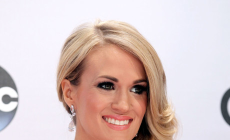 "Carrie Underwood Hates ""Homewrecker"" LeAnn Rimes, Source Claims"