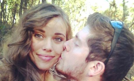 Jessa Duggar Receives Kiss From Ben Seewald, Gushes Over Husband