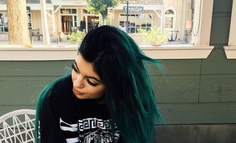 Kylie Jenner: Blue Hair is Back
