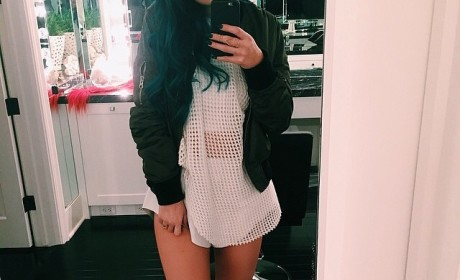 Kylie Jenner: Pantsless on Instagram! How is This Legal?!