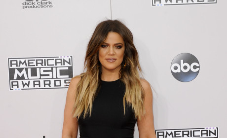 "Khloe Kardashian Signs Autographs ""Mrs. Odom:"" Is She Planning to Get Back With Lamar!?"