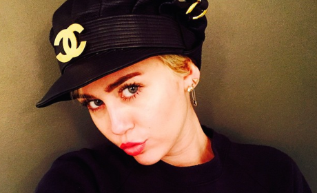 Miley Cyrus Topless Bathtub Photo: Posted Online!
