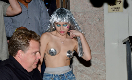 Topless Miley Cyrus Pic