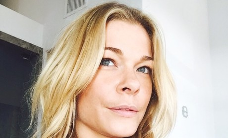 LeAnn Rimes Brags About Contributing to Food Drive, Continues to Be Lame