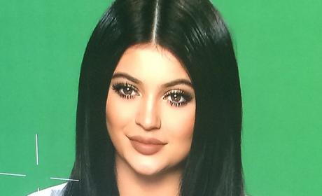 Kylie Jenner Shares New Selfie, Looks Eerily Like Kim Kardashian