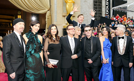 29 Celebrity Photobombs: When Stars Attack... Other Stars!