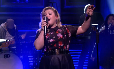 Kelly Clarkson Responds to Fat-Shaming Troll: I'm Awesome!!!