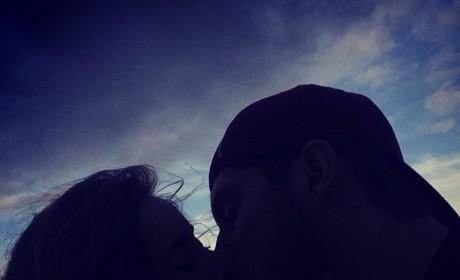 Jessa Duggar, Ben Seewald Kiss Image