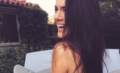 Kendall Jenner Signs With Calvin Klein, Poses in Underwear to Celebrate