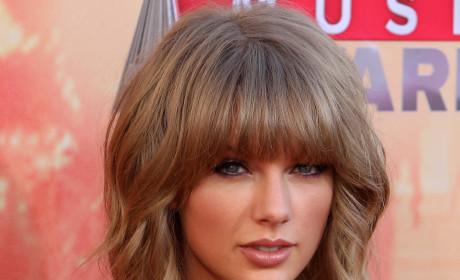 Taylor Swift Reveals Mother's Cancer Diagnosis: Read Her Heartfelt Message