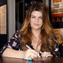 Kirstie-alley-at-a-signing