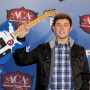 Scotty-mccreery-with-a-guitar