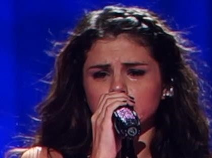 Selena Gomez: Crying Over Justin Bieber - The Hollywood Gossip
