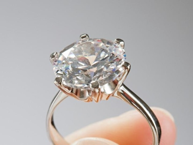 "Guy Selling Engagement Ring "" ce Worn By Satan Herself"" on Craigsl"