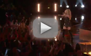 Adam Levine, Blake Shelton, Usher & Shakira - With a Little Help From My Friends (The Voice)
