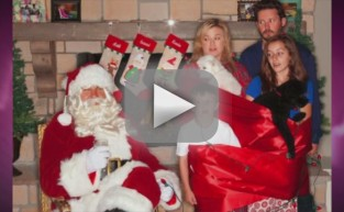 Kelly Clarkson Christmas Card: LOL
