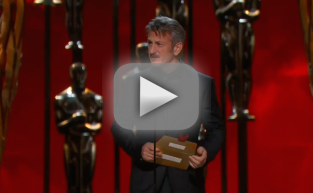 "Sean Penn Makes ""Green Card"" Joke at Oscars"