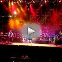 Selena Does Taylor