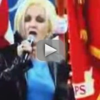 Cyndi lauper botches national anthem
