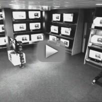Smart Thief Stealing LG TV