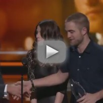 Robert Pattinson Accepts People's Choice Award