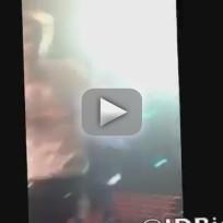 """Justin Bieber, Fans Sing """"Boyfriend"""" at Apollo Theater"""