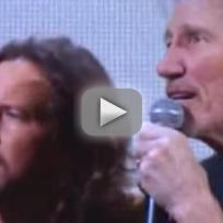 Roger waters eddie vedder 12 12 12 concert performance