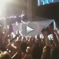Akon-stage-dive