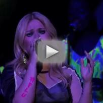 "Kelly Clarkson - ""People Like Us"" (American Idol Results Show)"