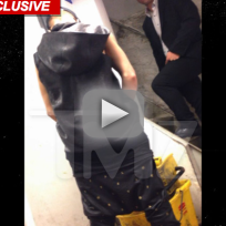 Justin Bieber Pees, Acts Like a Moron