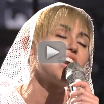 """Mliey Cyrus - """"We Can't Stop"""" (Saturday Night Live)"""