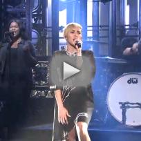 "Miley Cyrus - ""Wrecking Bal"" (Saturday Night Live)"