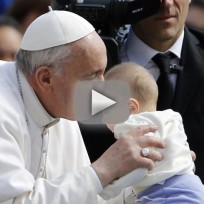 Pope francis supports public breastfeedign
