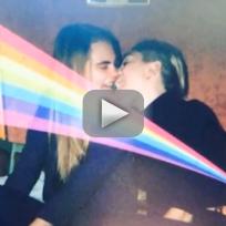 Miley-cyrus-cara-delevingne-kiss