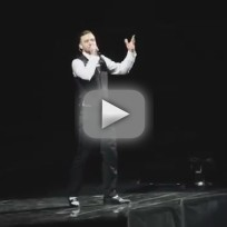 Justin Timberlake Flips Off Crowd