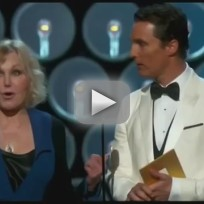 Kim-novak-presents-at-academy-awards