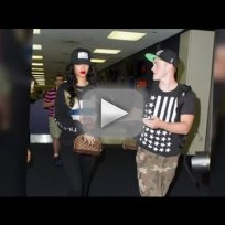 Rihanna-disses-fans-at-jfk