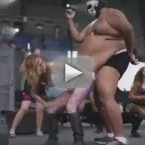 Girl-twerks-on-mans-giant-belly