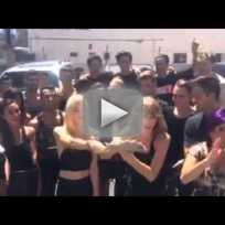 Taylor-swift-takes-ice-bucket-challenge