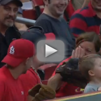 Cardinals-fan-throws-back-foul-ball