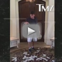 Charlie-sheen-accepts-ice-bucket-challenge