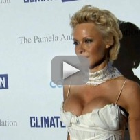 Pamela-anderson-dismisses-divorce-filing