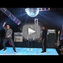 Josh gad versus kevin hart dance off