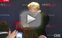 Newt Gingrich Demonstrates Etch-a-Sketch