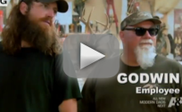 Duck Dynasty Clip - Talking Taxidermy