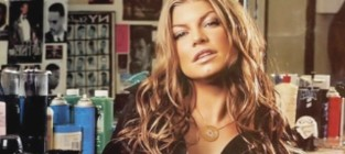 Fergie defends christina aguilera