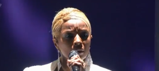 "Mary J. Blige Sings About ""Mr. Wrong"" at American Music Awards"