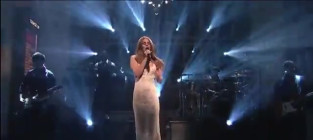 Lana Del Rey Struggles Through Saturday Night Live Performance [Video]
