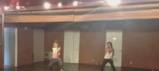 Vanessa hudgens and ashley tisdale dance to beyonce