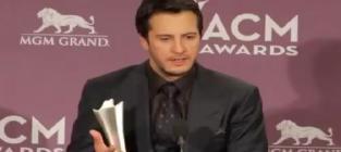 Luke bryan wins at acm awards